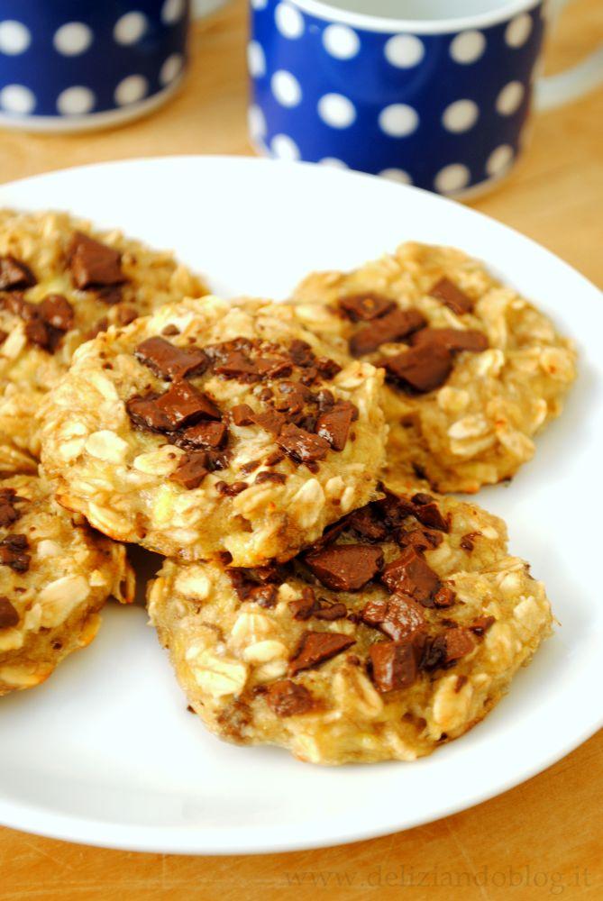 Biscotti di banana e avena con gocce di cioccolato