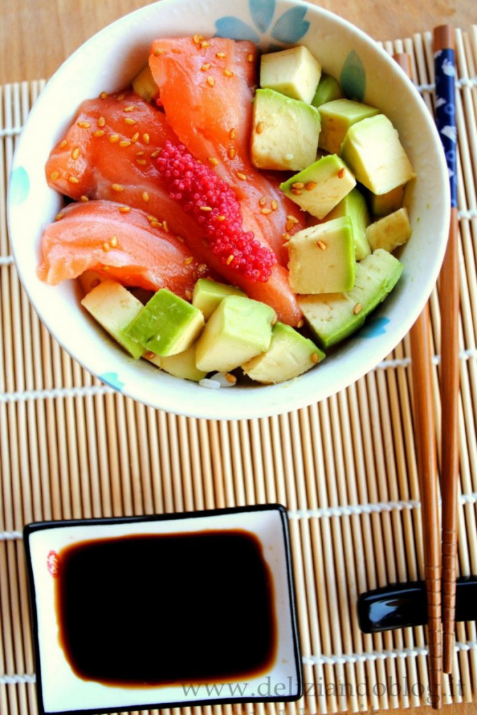Chirashi con salmone, la ricetta facile