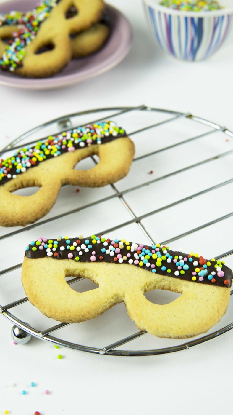 Biscotti di Carnevale, le maschere di pasta frolla