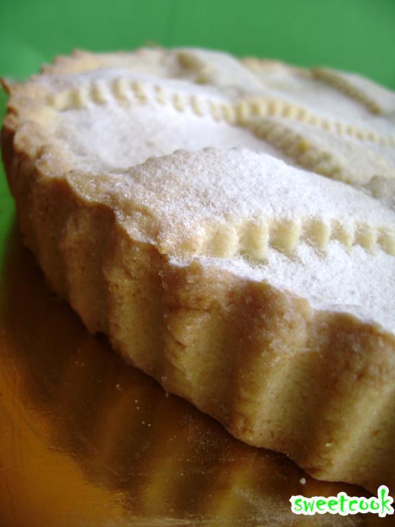 Crostata alla crema e confettura di ciliegie
