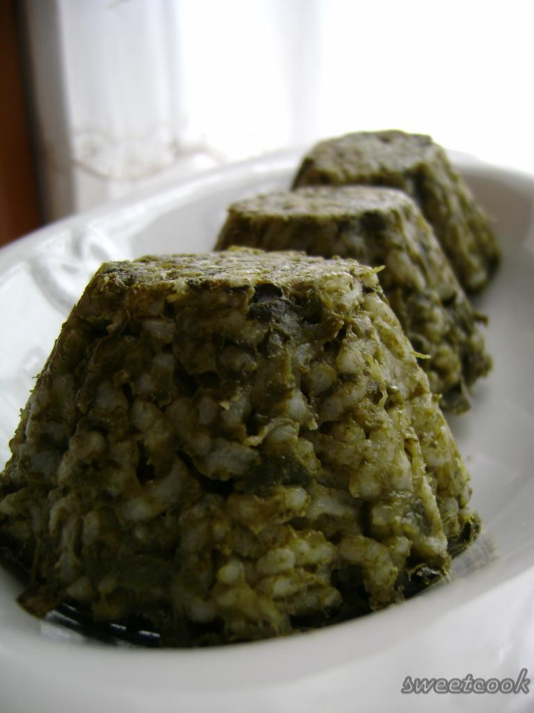 Sformatini di riso e spinaci con salsa di formaggio e noci