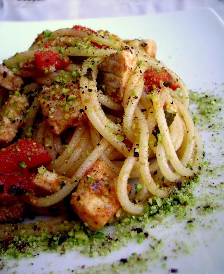 Spaghetti con spada e pistacchi di Bronte