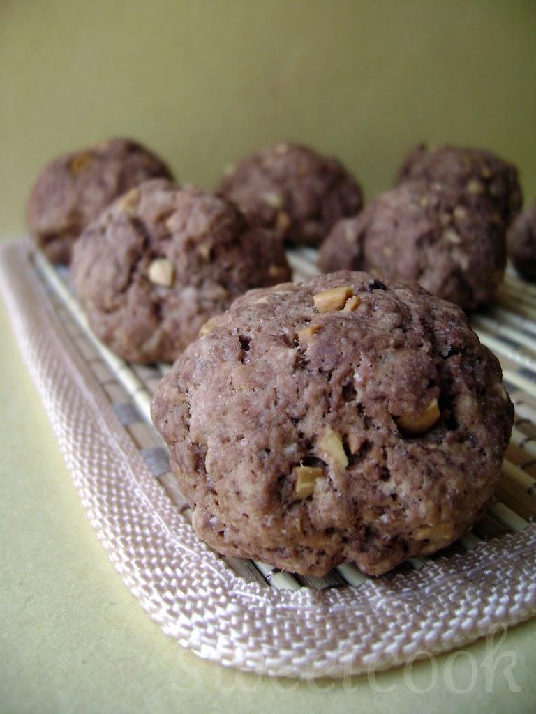 Biscottini al cacao e arachidi
