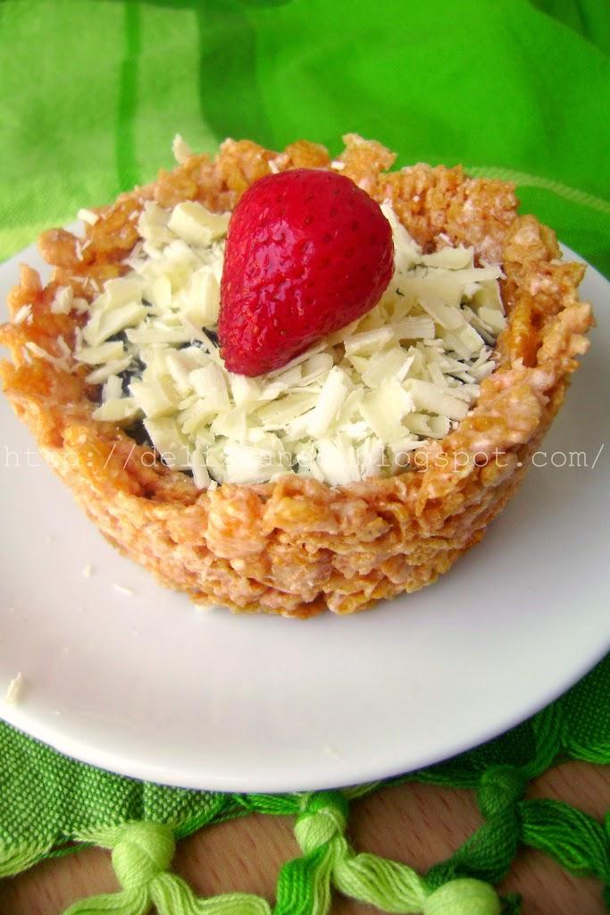 Crostatine di cornflakes ai frutti di bosco e cioccolato bianco