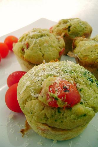 Muffins al pesto ricotta e pomodorini