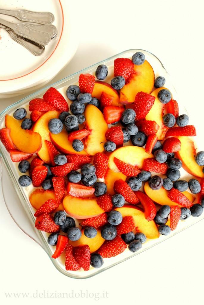 Tiramisù alla frutta, con pavesini yogurt e mascarpone