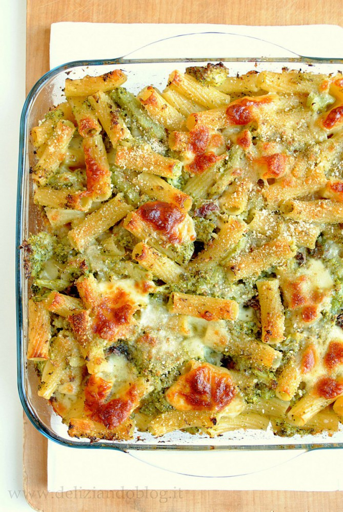 Pasta al forno con broccoli e scamorza