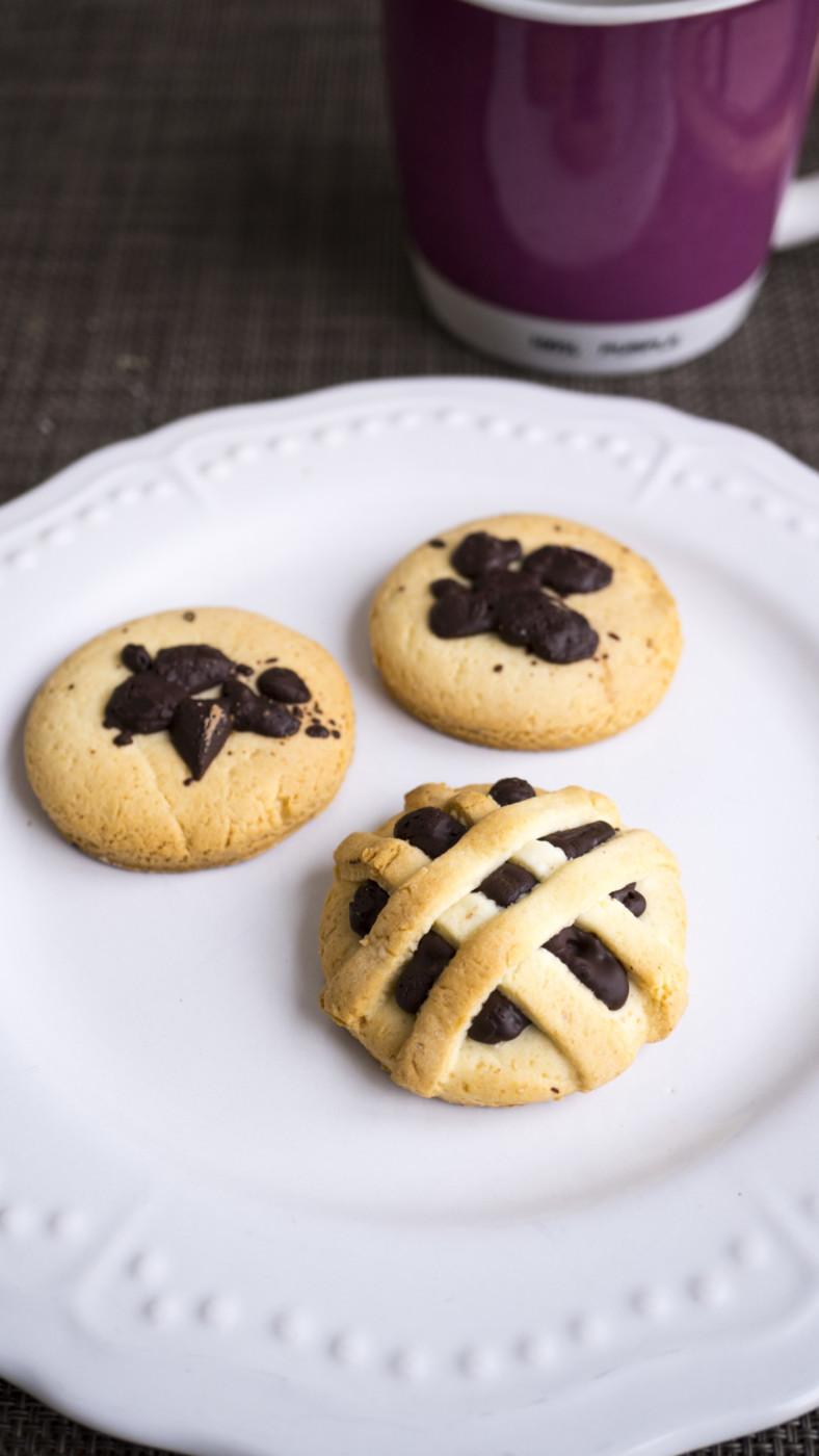 biscotti-di-frolla-alla-panna-con-cioccolato
