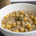 Zuppa di farro e ceci, la ricetta per combattere il freddo