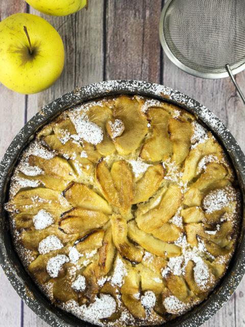 Torta di mele con panna