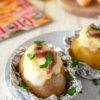 Baked potatoes, la ricetta con formaggio e acciughe